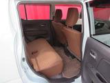 ◆後部座席◆後席も大人の方でもゆったり乗れるスペースを確保。足元も深くシートのクッションも柔らかくロングドライブの疲労を軽減してくれます。