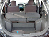 リヤシートは可倒式で大きな荷物の搭載にも使えます。