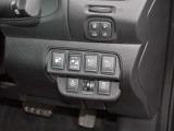 運転席右側の各種操作スイッチです。ハンドルヒーターは寒さが厳しい冬期には手先から温めてくれますので大変便利です。