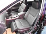 オットマン付きの電動シート。更にシートクーラー付きなので涼しくしたりポカポカしたり出来ます。