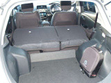 ◆ラゲッジルームに、大きな荷物を載せたい時は、後席シートを倒すと載せることができます!