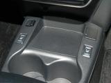 ◆ヒーター付きシート◆エアコンよりも素早く、体の芯まで温めてくれる装備です!前席と後席とそれぞれ独立して操作ができ、ハイ/ローの切り替えも可能です!
