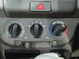 シンプルで使いやすいマニュアルエアコン