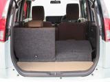 ■ラゲッジルーム■3名乗車でもベビーカーを1台積載することが可能。荷物がたくさん入ります。