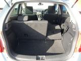 ラゲージスペースは後席を倒すとより広く使えます。長い物や荷物をたくさん載せる時に役立ちます。