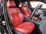 インテリアは各部にスポーティーなアイテムが使用されており、ドライバーの気分を高めさせてくれます。