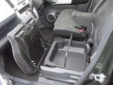 助手席シートの下にはシートアンダーボックスを装備!人に見せたくない物や普段あまり使用しないものを収納しておくのに便利です♪