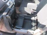 助手席の座面下の大型ボックスは取り出ししやすく重宝です