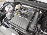 1.4L TSIエンジン。ダイレクトインジェクションとインタークーラー、ターボで低回転域からの伸びのある加速、トルクフルな走りと低燃費を実現。