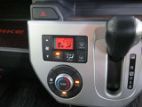 快適・便利なオートエアコンは、ボタン一つで車内を設定温度に自動調整してくれます♪見た目もスマートでオシャレな充実装備です。