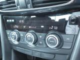 デュアルエアコン搭載です。左右で別々の温度設定が可能です。運転席側は暑い・助手席側は寒いなどの時にこの機能は重宝します♪