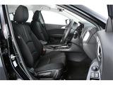 ブラックファブリックシート仕様で車内もクールで引き締まった印象です♪運転席の使用感も少なく綺麗です♪