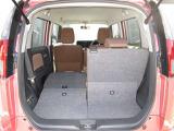 リヤシートを畳むと荷室が広がります。