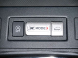 信号待ちなどで停車すると自動的にエンジンをSTOPさせるアイドリングストップOFFスイッチ、路面状況に応じて走破性を高めるエックスモードスイッチ