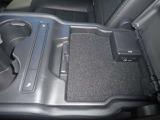 後席もシートヒーター、USB充電装備です