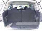 サードシートもゆったり♪両脇にはカップホルダーもあり、ゆっくりお寛ぎいただけます♪