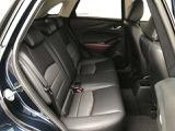 後席も座り易いようにしっかりサポートもあります。若干中央側に寄せることで前方が見やすくなってます。