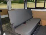 後部座席も当然、綺麗・清潔に仕上げております。内装の綺麗なお車は気持ちが良いです。