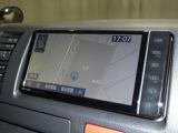 7インチサイズのトヨタ純正SDナビです。地デジ(フルセグ)の視聴に、CD再生とDVD再生も可能です。Bluetooth通話とオーディオにも対応しています。