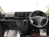 インパネはシンプルに。まずは安全運転。