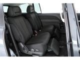 リヤシートは広々2脚のキャプテンシート!オットマンが装備されておりますので、快適な移動空間を味わえます♪
