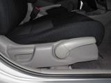 運転席シートは高さ調整ができます!
