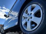 純正アルミ装着!アルミホイールは「燃費が良くなる」「ハンドリングが良くなる」「軽量化」などの多くの利点があります!見た目もスタイリッシュです!