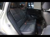 セカンドシートは大人二人が乗っても十分なスペースが確保されております。