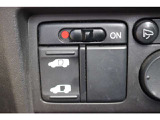 パワースライドドア付で、挟み込み防止機能によりお子様の乗り降りも安心!車内・車外のドアハンドルからはもちろんのこと運転席スイッチやリモコンキーからも開閉操作が可能で大変便利な装備となっております!