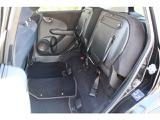 後席の座面をはね上げれば、高さのある荷室空間に。