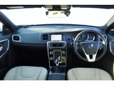 2017年モデル S60 D4 ダイナミック エディション 外装色:クリスタルホワイトパール 内装色:ブロンドレザーシート 担当者オススメ車両! ポールスタープログラムインストール済 ワンオーナー車