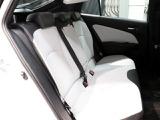 長距離移動も疲れにくい後席シート!ゲストにとっては『運転のしやすさ』より『乗り心地』のほうが重要なポイントに!ご来場の際は後席シートも要チェックですよ♪