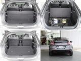 リヤシートを倒すと荷室が広くなりますよ!スペアタイヤの変わりにパンク修理キット+空気を入れるコンプレッサーがトランクルーム下に収納されてます。