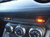 運転席・助手席には冬場の寒い季節に嬉しい、シートヒーターを装備!3段階での調節が可能です☆また、ステアリングヒーターも装備されています!