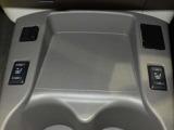 《シートヒーター》前席ヒート付シート。まず人間が暖かいと感じやすい部位を温めることにより、より早く、より快適に温めることができます★