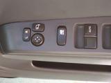 全席パワーウィンドウ付きですので、開閉の簡単さと同時に、運転の安全も確保しております。