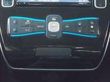 オートエアコンになっておりますので設定した温度を車が自動で調整し保ってくれます!