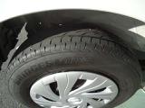 タイヤの溝はまだございます。