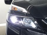 路肩まで明るく照らす、視認性の優れたヘッドランプで、対向車への眩惑も防ぎます!