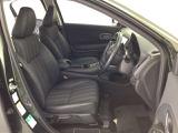 運転席はシートの高さを調節できるアジャスタがついてます!