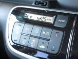 エアコンはオートエアコンでお好みの温度調整が出来、オールシーズン快適にドライブできます!楽しさ倍増ですよぉ~♪リア席はプライバシーガラスで夏も涼しく過ごせます!