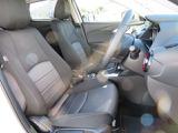 長時間の運転でも疲れにくいシートデザインです