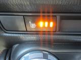 運転席と助手席にはシートヒーター 座面と背もたれをすばやく暖めます