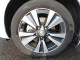 ハイグレード専用17インチアルミホイール装備で見た目のオシャレ感もUP♪さらにタイヤの残量は前後とも4.5mmほどあって安心です!タイヤの残量は中古車を買うときには大事なチェックポイントですよね!