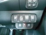 1.充電ポートリッドオープナースイッチを押して充電ポートリッドを開く 2.充電プラグをコンセントに挿す 3.充電コネクターを充電ポートに挿す これだけで充電スタート♪