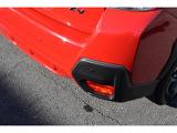後退時ブレーキアシスト。車体後部に装着されたソナーセンサーが障害物を検知。衝突しそうな場合は、警告表示と警報音で、段階的に注意を喚起。回避操作がない場合は自動的にブレーキをかけ、衝突回避又は被害を軽減