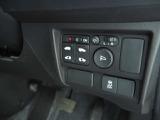 簡単操作で開け閉めラクラクの両側パワースライドドア標準装備です