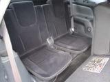 サードシートも広々座れてロングドライブも快適ですね。