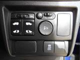 左右のスライドドアは電動スライドドア☆新車購入時に選ばないと、付けることが出来ない人気オプションです☆