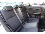 リヤシートにも低反発の素材を採用。適度なホールド感を持たせるとともに走行中の微振動を吸収し疲労の軽減に役立ちます。